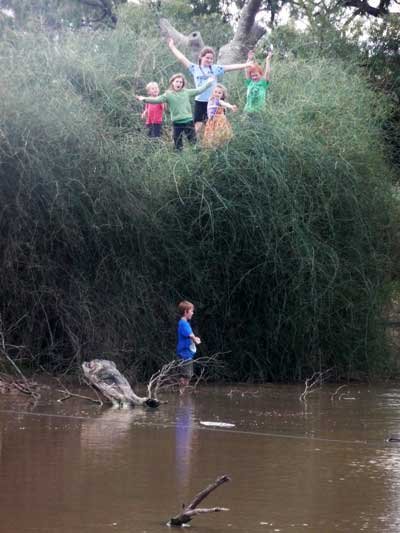 Children from the Loddon Vale area at Lake Leaghur, Jo Bear